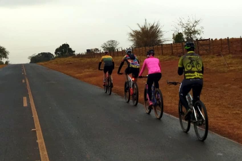Nova Rota de Ciclismo dos Grandes Lagos Recebeu o Primeiro Grupo de Ciclistas